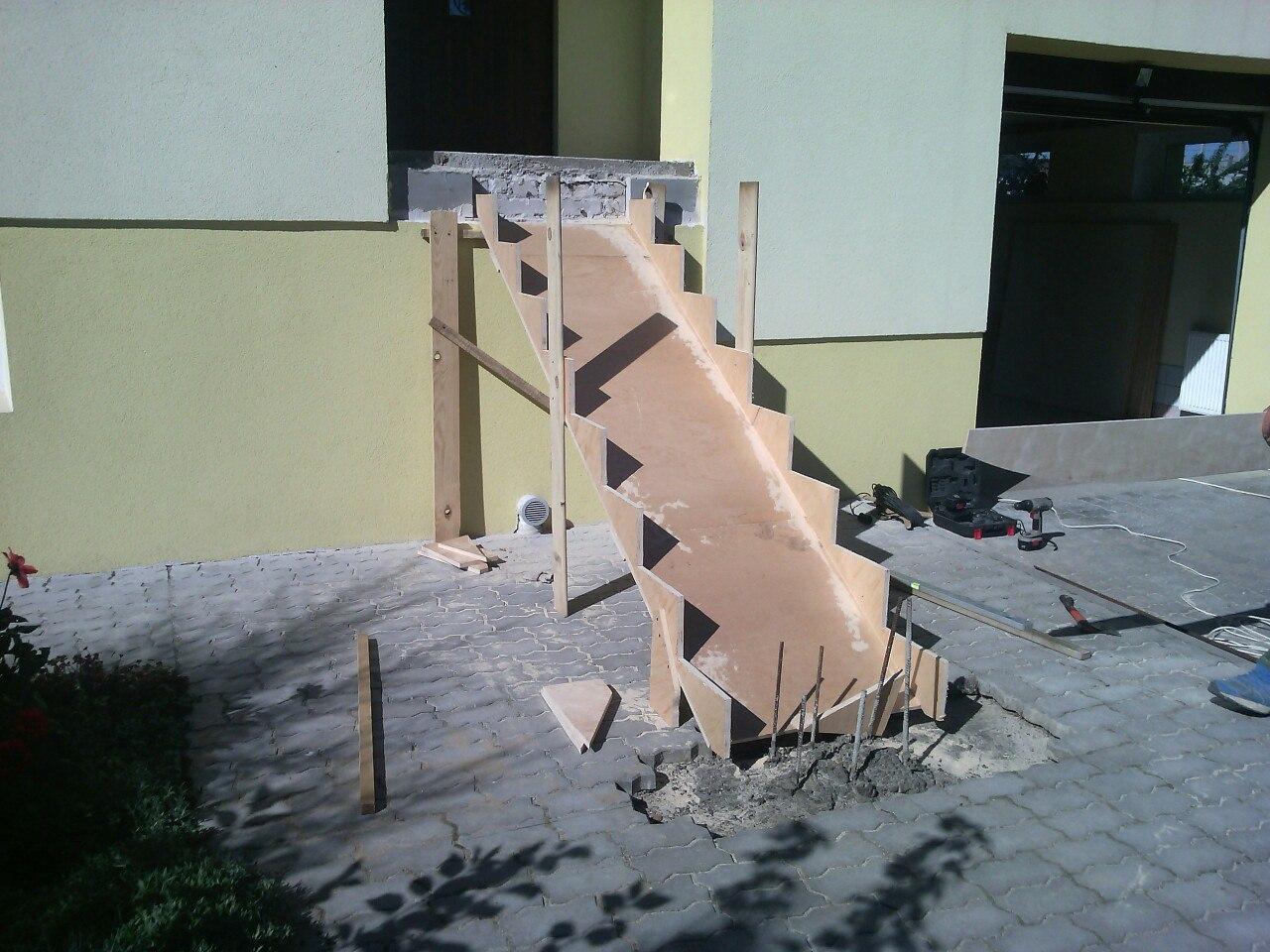 Выдавливает бетон суглинок в цементном растворе