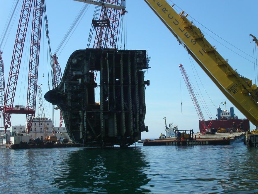 мощный взрыв фото поднятия затонувших кораблей приходили