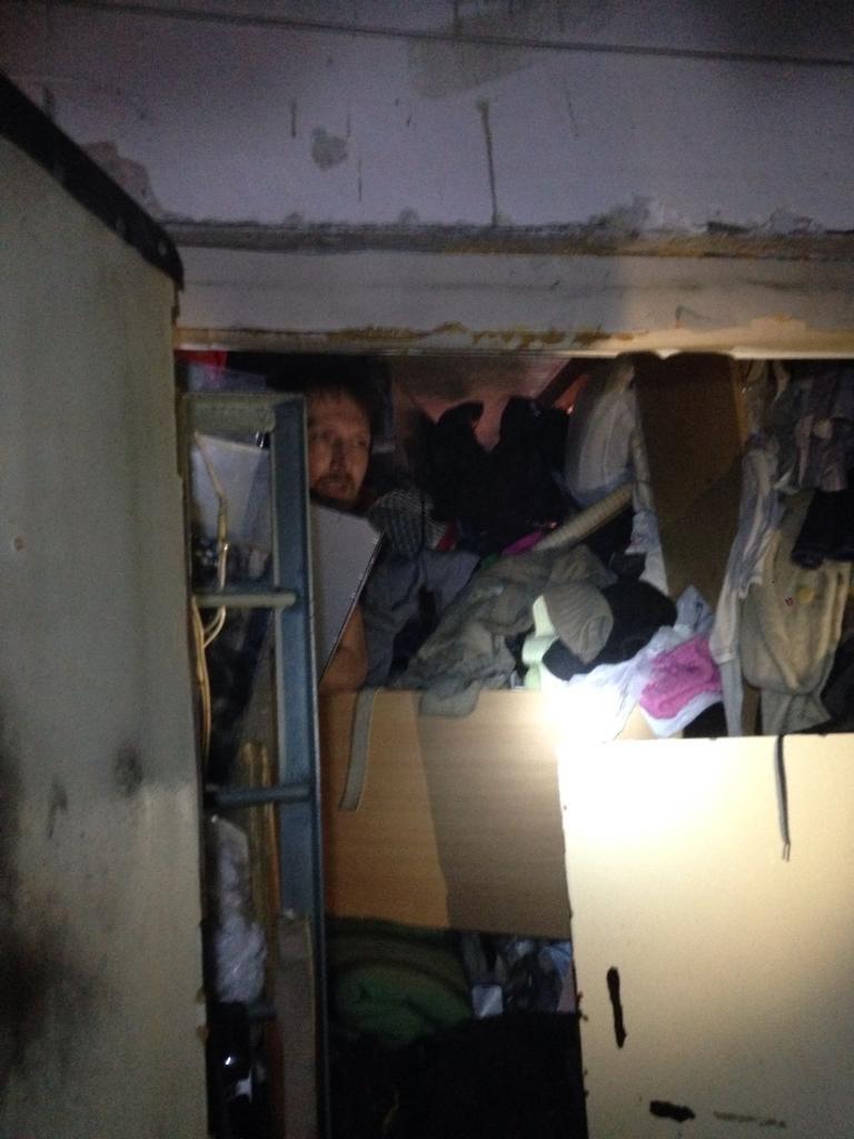 что делать если сосед захламил квартиру
