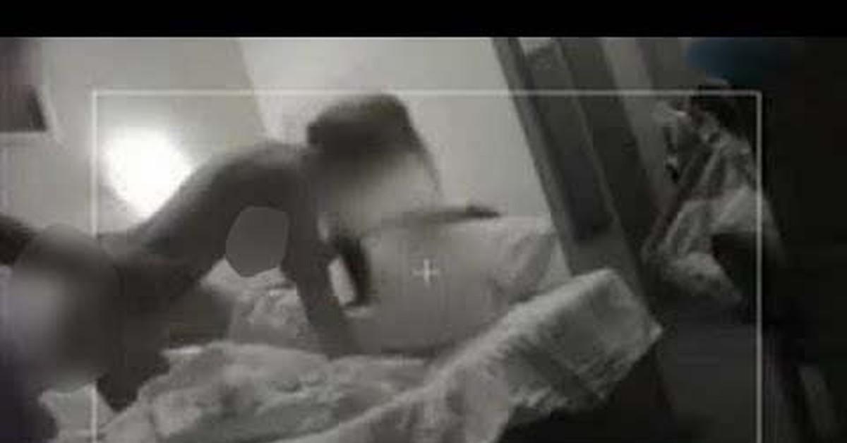 Парни моются измена жены смотреть онлайн ролик стрингах